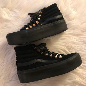 d17fe53e8af2e5 Vans Shoes - Platform Vans black gold sk8 hi size 6 4.5